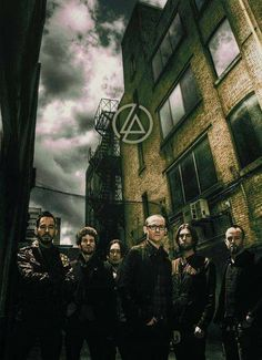 Ladies and Gentlemen, may i present to you, the one and only Linkin Park Comments/Favs/Thoughts are appericiated Also for. Linkin Park Wallpaper, Wallpaper S, Cellphone Wallpaper, Chester Bennington, Linking Park, Linkin Park Chester, Mike Shinoda, Best Rock, Paramore