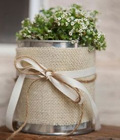 The Hankful House: Make flower pots out of paint cans Tin Can Crafts, Diy And Crafts, Arts And Crafts, Pot A Crayon, Bridal Decorations, Deco Floral, Burlap Crafts, Sewing Art, Deco Table