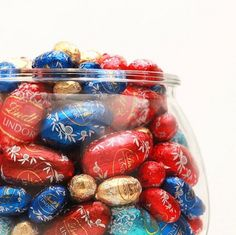 Wishing everyone an EGGS-ELLENT Easter season with Lindt Chocolate!