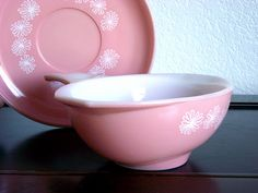 A stunning piece of Pyrex... a Pink Daisy Gravy boat and its matching pink daisy saucer - JAJ Pyrex - and it is amazing!