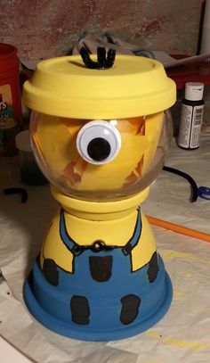DIY Despicable Me Minion, gumball machine
