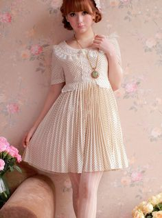 Sweet refreshing dress featuring a lace detailed collar. ♥