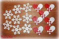 Billedresultat for hama jul Perler Bead Designs, Easy Perler Bead Patterns, Hama Beads Design, Beaded Christmas Decorations, Christmas Perler Beads, Nativity Crafts, Christmas Crafts For Kids, Christmas Sweets, Pony Beads