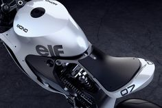 The MONO RACR is a virtual bike that began with a 'CLEAN and MEAN' design philosophy built around a 1000cc Honda in-line 4 cylinder motor. Aesthetically,