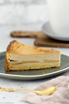 Käsekuchen mit Äpfeln und Karamell Cheese cake with apples and caramel or a light caramel note bake # apples Cake Recipes, Dessert Recipes, Desserts, Caramel Cheesecake, Sweet Bakery, Fabulous Foods, Yummy Cakes, Mole, Cheesecakes