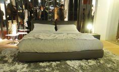 Ambiente de dormitorio de la firma Alivar en la feria de Milán 2012.