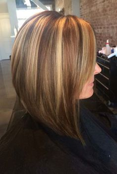 long layered haircut in light blonde highlights with brown lowlights Medium Bob Hairstyles, Mom Hairstyles, Hair Color And Cut, Brown Hair Colors, Brown Hair With Lowlights, Medium Hair Styles, Short Hair Styles, Hair Color Highlights, Brown Highlights