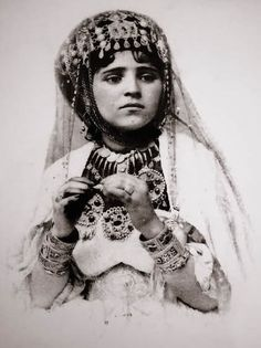 Africa | Algerian woman | Date and photographer unknown.