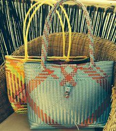 Bolsa tipo mandado o mercado, buena opcion para hacer la compra, transportar cosas. Resistente al agua, eco-friendly