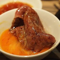 Ladies and Gentlemen..... ✋ #20170315 #焼肉 の名門#ジャンボ 。#はなれ 。 #サーロイン #野原焼き で頂きました。 💮薄切りサーロインを割り下とジャンボ秘伝タレで味付けし香ばしく焼きあげて埼玉の養鶏場直送新鮮玉子にくぐらせて食べます 💮#肉 と#タレ の愛称抜群 こうなります❤ #肉会 #sirloin #egg #beef #meat #steak #yakiniku #黒毛和牛 #instafood #instaphoto #instagood #instalike #instadaily #instalife #happy #yummy #nice #japan #instagram #like #me #thanks