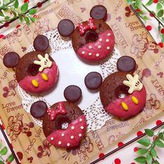 mickey and minnie donuts Mini Donuts, Fancy Donuts, Cute Donuts, Baked Donuts, Doughnuts, Disney Desserts, Cute Desserts, Disney Food, Cute Snacks
