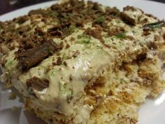 This Peppermint Crisp fridge tart recipe produces another old-time favorite South African food. a sweet one that is to die for! South African Recipes, Ethnic Recipes, Peppermint Crisp, Tart Recipes, Mashed Potatoes, Pork, Vegetarian, Dishes, Sweet