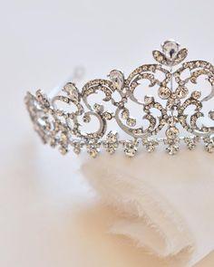 Glowing Crowns Tiaras LED Crystal Headband Perfect For Halloween Cosplay Parties Wedding