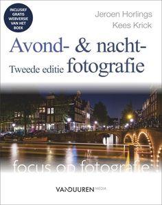 Avond- en nachtfotografie.  Fotograferen in het donker? U leest in dit boek onder meer hoe u tijdens het blauwe uur, in de schemering en in het donker prachtige foto's kunt maken.   U leert de samenhang tussen diafragma, sluitertijd en ISO-waarde en wat de beste instellingen voor verschillende situaties zijn.   Zo is timing heel belangrijk bij avonds en 's nachts fotograferen.   Kijk voor meer info even bij de online boekwinkel Boeksz. Gratis bezorging in Nederland. Art, Products, Art Background, Kunst, Performing Arts, Gadget, Art Education Resources, Artworks