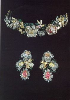 Russian diadem / tiara and earrings, circa 1770. A wreath of roses and bees set with colored diamonds of yellow and pink. The leaves are enameled gold. Each element of the wreath is reversible for versatility, and can be divided into 7 pieces. (via Munn's tiaras a history of splendour)