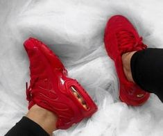 online retailer f0bb1 99da8 Image about pretty in Shoes by Dzenana Delic on We Heart It. Chaussure Nike  RougeChaussure ...