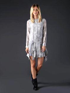 Si aún no te decides por la ropa que lucirás en navidad y lo que buscas es algo sexy, moderno, juvenil y a la moda, pues ya tienes lo que buscabas en esta propuesta devestidos cortos Diesel Black …