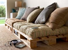 this is absolutely great! it's not expensive and it looks good. this a perfect idea for a teenage room or a 'chill' room. Study Room For Teenager Diy Pallet Couch, Pallet Patio Furniture, Couch Cushions, Floor Cushions, Outdoor Cushions, Apartment Inspiration, Chill Room, Chill Out Room Ideas, Study Room Design