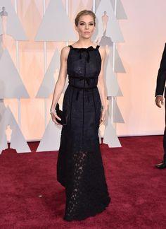 2015 Academy Awards Red Carpet; SIENNA MILLER in Oscar de la Renta