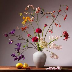 Enjoy the power of true beauty with the impressive flowers still life by CHINNOE Flower Vases, Flower Art, Flower Aesthetic, Flower Wallpaper, Flower Photos, Ikebana, Amazing Flowers, Floral Watercolor, Painting Inspiration