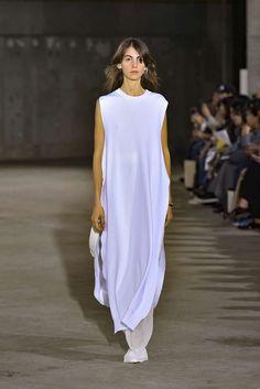 Hyke, Printemps/été 2019, Tokyo, Womenswear Runway Makeup, Modern Women, Maxi Dresses, Backstage, Tokyo, Women Wear, White Dress, Clothes, Fashion