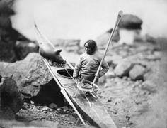 Captain_Edward_Augustus_Inglefield_-_National_Maritime_Museum_-_Inuit_man_with_a_kayak_(pd)-Edit2