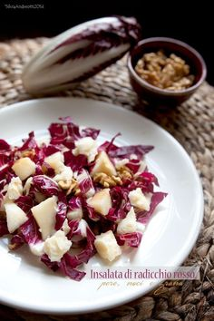 Insalata di radicchio rosso, pere, noci e grana – Rezepte Light Recipes, Wine Recipes, Italian Recipes, Raw Food Recipes, Cooking Recipes, Healthy Recipes, Vegetarian Recipes, Italian Dishes, Parmesan