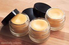 Homemade Lip Balm, Diy Lip Balm, Homemade Beauty, Homemade Sunscreen, The Body Shop, Maquillaje Diy, Diy Beauty Treatments, Lip Balm Recipes, Beauty Recipe