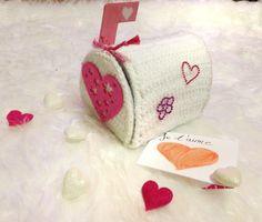 Un tuto pour fabriquer une mailbox pour la St Valentin http://nounoursetteonlin82.wordpress.com/2013/02/07/fabriquer-sa-us-mailbox-pour-dire-je-taime/