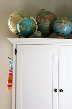 A great collection of vintage globes, I'd really love to have one of my own