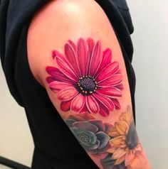 Delicate idea for 2020 - find your inspiration among over 100 examples of these beautiful for spring! Mom Tattoos, Cute Tattoos, Body Art Tattoos, Sleeve Tattoos, Small Daisy Tattoo, Realistic Flower Tattoo, Daisy Flower Tattoos, Shoulder Tattoos For Women, Wrist Tattoos For Women