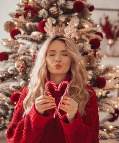 Image discovered by V͙e͙n͙u͙s͙. Find images and videos about girl, love and beautiful on We Heart It - the app to get lost in what you love. Christmas Mood, Christmas Photos, Xmas, Christmas Photography, Autumn Photography, Room Photo, Winter Illustration, Christmas Aesthetic, Winter Photos