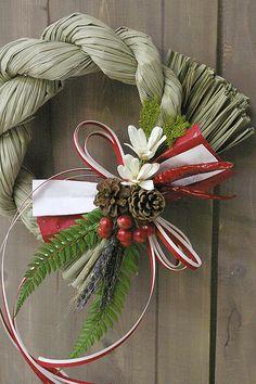 紅白の飾りで迎えるお正月/しめ飾り♪期間限定セール。しめ飾り しめ縄 お正月飾り お正月リース 注連 トラディッショナルなしめ飾り☆紅白の伝統的な注連飾り。当店人気のしめ飾り!