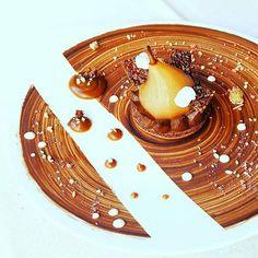 @charles__drouin -  follow my friend pastry chef @chefbaloo1 😍😍😍 macaron ,crémeux chocolat,poire pochée au miel 🍩🍰❤❤ #gastronomie#instafood#foodporn#foodlover#foodpic#foodpornography#instamiam#instagood#yummy#macaroon .