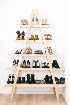 DIY Ladder Shelves Tutorial from A Pair & A Spare. The pine planks (get them cut by the hardware store) are attached to the ladder with simple L brackets. Below is a photo of the DIY ladder shelves styled for a living room. Diy Ladder, Ladder Shelves, Shoe Shelves, Shoe Shelf Diy, Ladder Storage, Stair Storage, Shoe Rack Ladder, Wooden Shelves, Diy Shelving