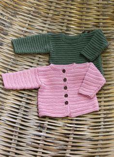 Babykofta och tröja - Gratis stickmönster - Svarta Fåret Knitting For Kids, Baby Knitting Patterns, Crochet Patterns, Crochet Baby, Knit Crochet, Baby Barn, Baby Cardigan, Baby Sweaters, Free Pattern