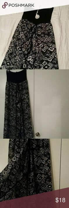 Black & White Strapless Dress Black & white strapless dress  Sheer bottom  Perfect as a cover up or with tights  Skirt opens in the middle Raviya Dresses Strapless