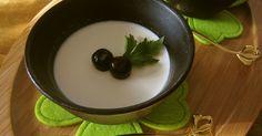 パンナコッタって意外と簡単に作れるんですょ♬プリンよりもまったりしてて、カラメルを作る必要もなし。お手軽レシピです!!