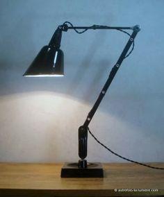 Lampe d'atelier Walligraph | Rare lampe d'atelier en provenance du Royaume Uni du nom de Walligraph modèle Zonalite vers 1930...