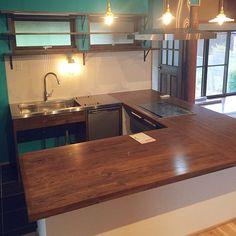 女性で、3LDKのターコイズブルーの壁/造作キッチンカウンター/コの字型キッチン/築45年…などについてのインテリア実例を紹介。「リノベ中の我が家。 キッチン完成間近☻」(この写真は 2016-04-25 19:30:59 に共有されました) Interior And Exterior, Interior Design, Kirara, Store Design, Home Kitchens, Kitchen Remodel, Sweet Home, Kitchen Cabinets, New Homes