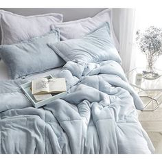 Coma Inducer Twin XL Comforter - Frosted - Pacific Blue - New Room Ideas - Bedding Master Bedroom Light Blue Bedding, Blue Comforter Sets, Twin Xl Comforter, Dorm Bedding, Duvet Sets, Baby Blue Bedrooms, Blue Rooms, Blue Room Decor, Aesthetic Bedroom