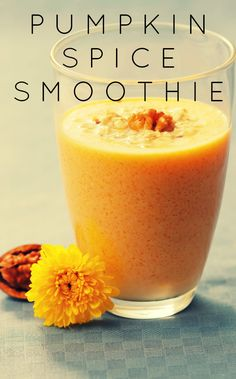 Pumpkin Spice Latte fix the healthy way with this Pumpkin Spice Smoothie recipe Healthy Smoothies, Healthy Drinks, Smoothie Recipes, Healthy Snacks, Healthy Nutrition, Healthy Eating, Fancy Drinks, Yummy Drinks, Yummy Food