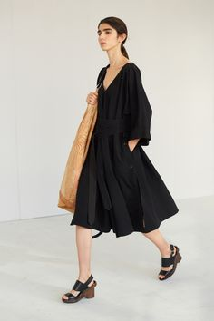 Men Fashion Show, Womens Fashion, Fashion Trends, Vogue Paris, Lemaire, Mannequins, Ready To Wear, Runway, Women Wear