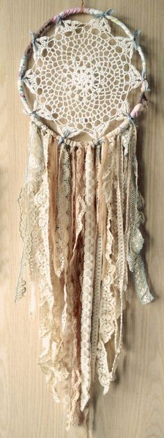 Bohemian Spirit Vintage Lace Trim Dreamcatcher DIY with the kids Los Dreamcatchers, Diy And Crafts, Arts And Crafts, Vintage Lace, Wedding Vintage, Vintage Diy, Vintage Bohemian, Trendy Wedding, Bohemian Style