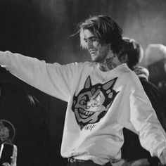 we all miss him he helped us all in so many ways 💞🌌 Pretty Boys, Cute Boys, Lil Peep Beamerboy, Black And White Photo Wall, Lil Peep Hellboy, Rap Wallpaper, Wallpaper Ideas, Bedroom Wall Collage, Aesthetic People