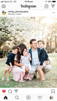 Fall Family Outfits, Family Portrait Outfits, Family Portrait Poses, Family Picture Poses, Family Photo Outfits, Family Posing, Picture Ideas, Photo Ideas, Spring Family Pictures