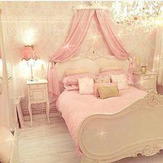Cute Girly Bedroom. TraumzimmerIdeen Fürs  ZimmerSchlafzimmerdekoHausInstagramBettenSchlafzimmerPrinzessinnen