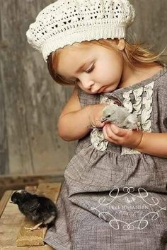 """"""" 🐣Precious children and baby chickens🐣 🐔Sweet memories of my little girl and her chicks🐔"""" So Cute Baby, Baby Kind, Baby Love, Cute Kids, Cute Babies, Baby Baby, Precious Children, Beautiful Children, Beautiful Babies"""
