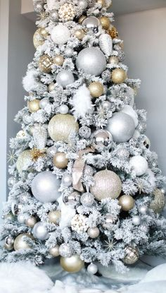 48 Outstanding white Christmas tree decoration ideas that look very beautiful – christmas decorations White Christmas Tree Decorations, Elegant Christmas Trees, Real Christmas Tree, Christmas Christmas, Vintage Christmas, Christmas Mantles, Christmas Villages, Victorian Christmas, Modern Christmas