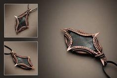 кулон с камнем на подложке(разновидность змеевика),размер 9.5 см на 6 см 2200